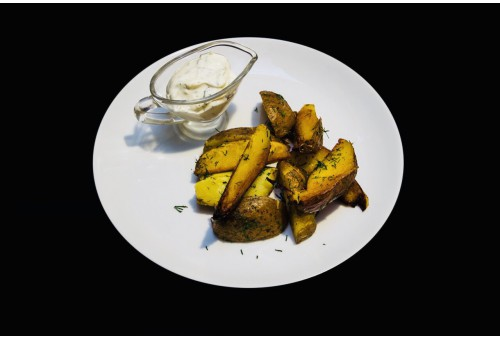 Картошка по-селянски с соусом гарлик